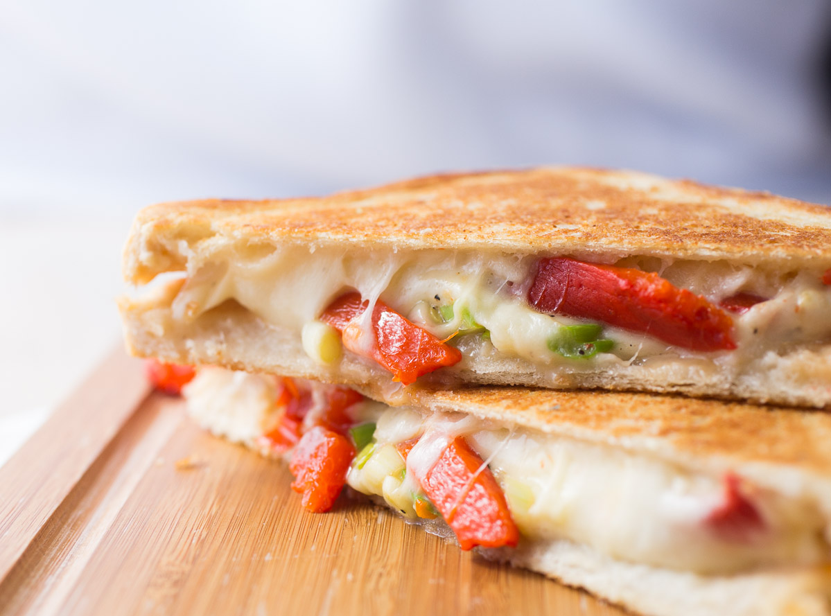 mozarella-roasted-bellpepper-grilled-cheese-_MG_6143