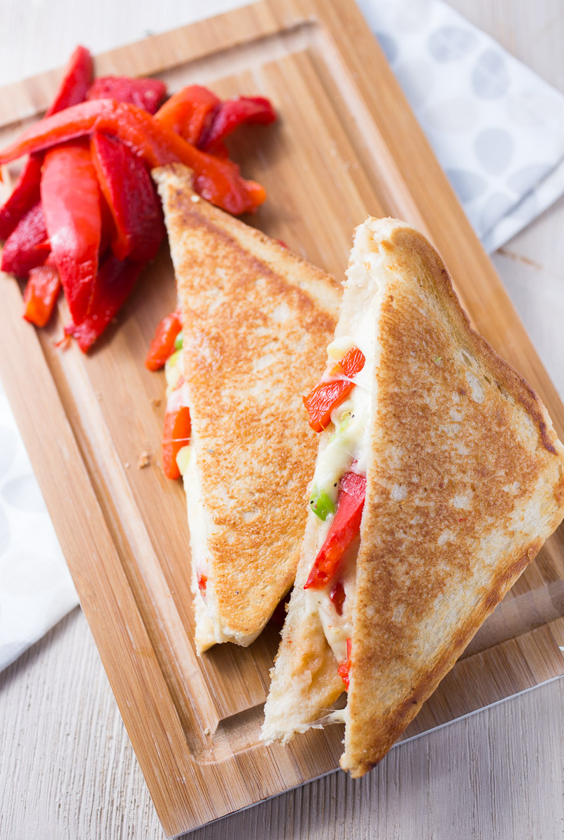mozarella-roasted-bellpepper-grilled-cheese-_MG_6162