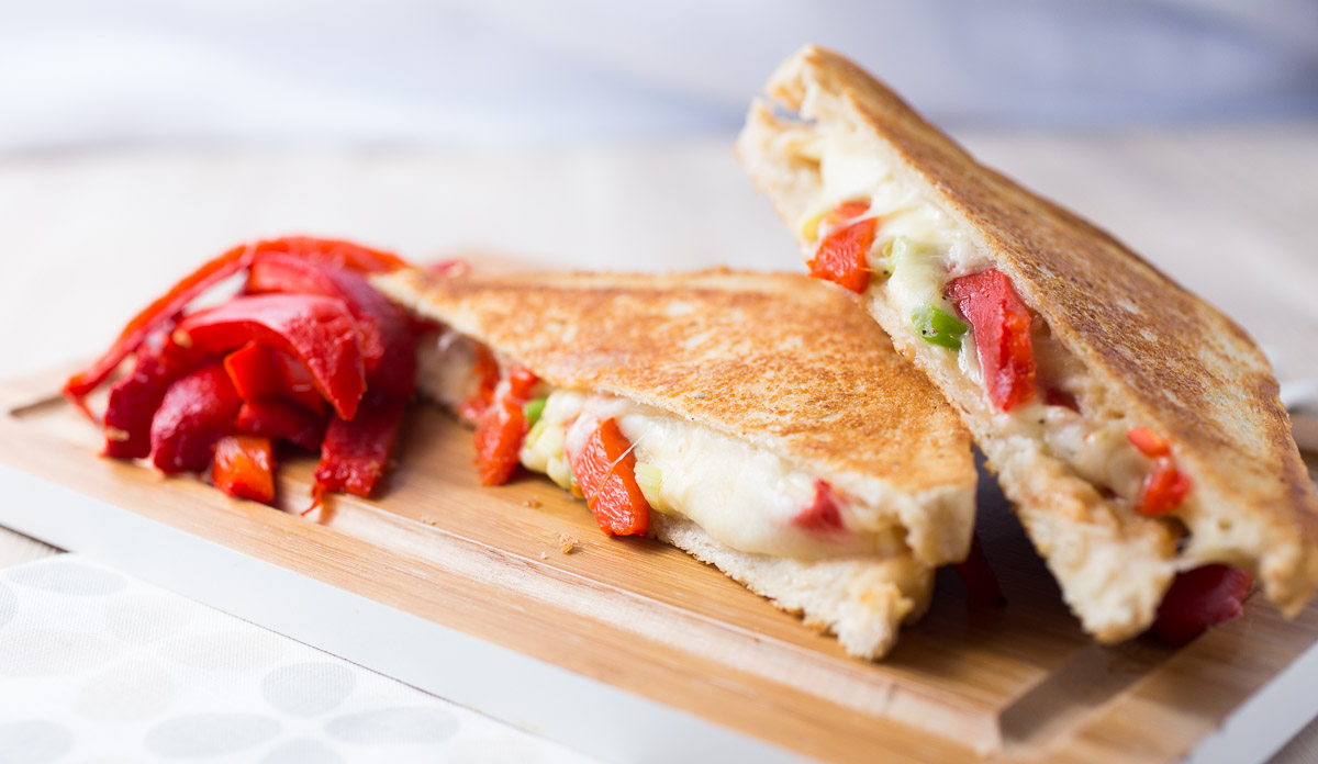 mozarella-roasted-bellpepper-grilled-cheese-_MG_6165