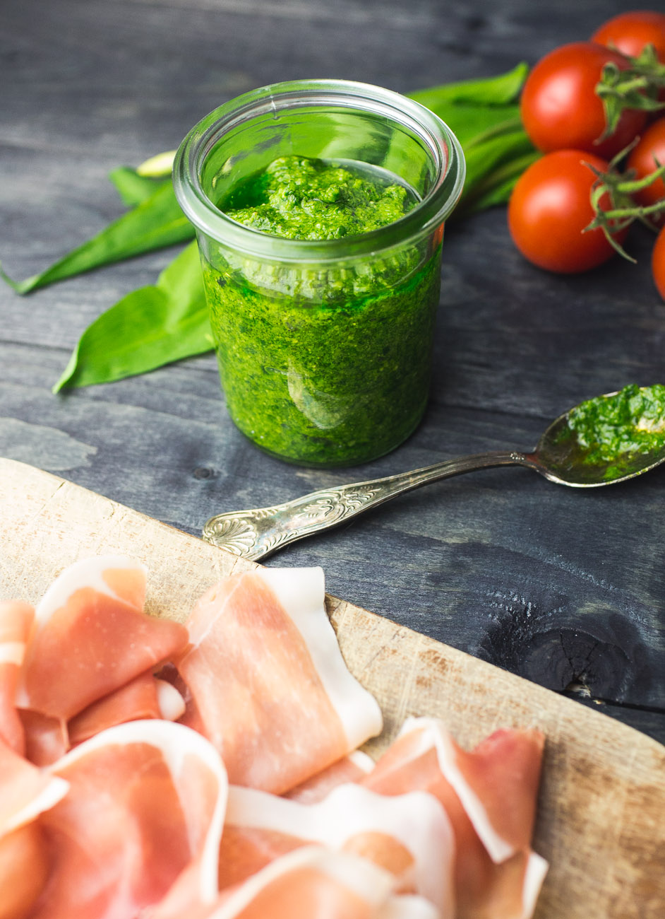 WIld garlic pesto pizza with prosciutto | thegirllovestoeat.com