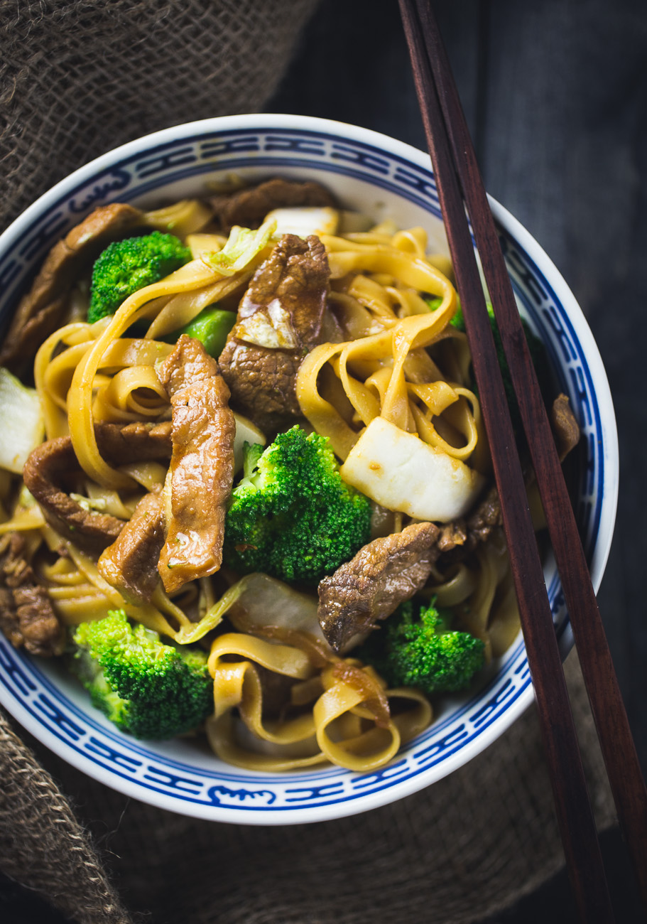 Asian Pork 'n' Beef Noodles  { thegirllovestoeat.com }