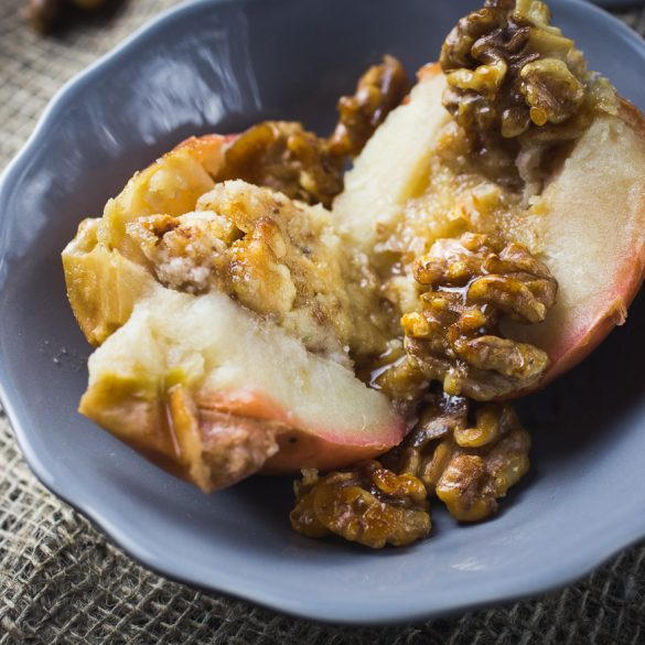 Baked apples with candied walnuts