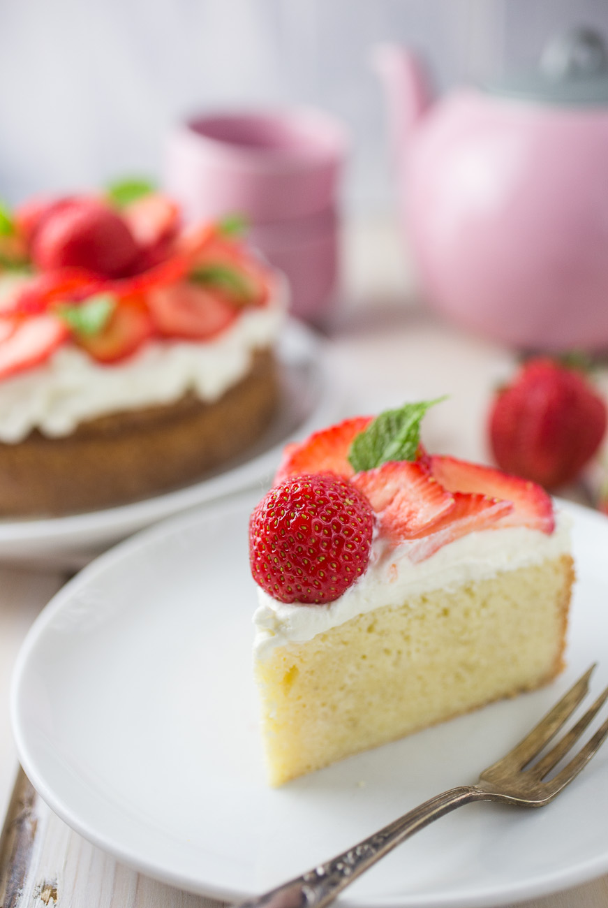 Tres Leches Strawberry Cake { thegirllovestoeat.com }
