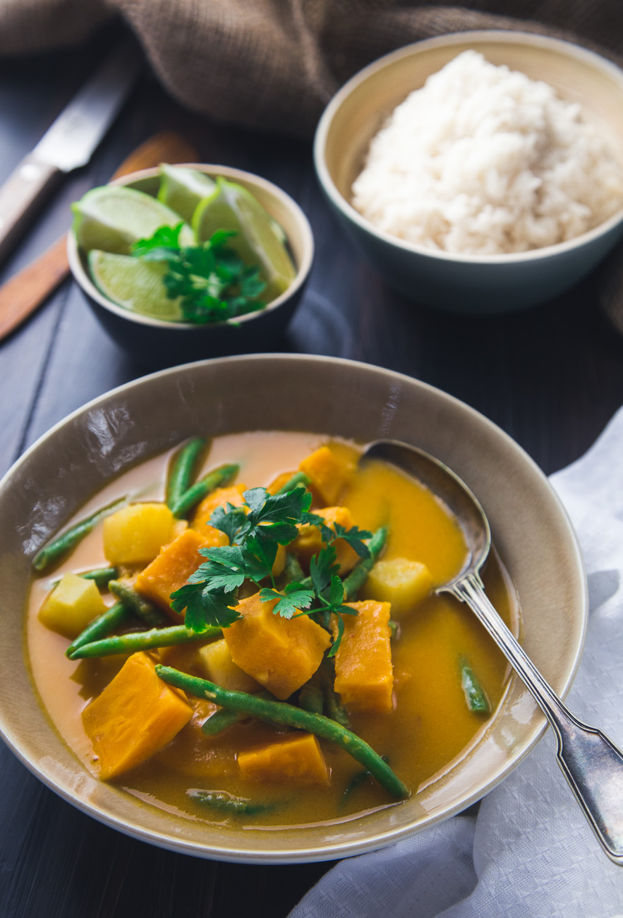 Sweet potato and pineapple curry { thegirllovestoeat.com }